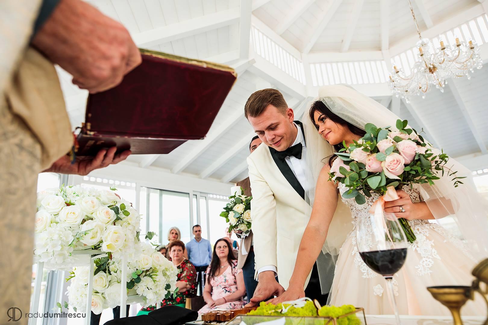 Cauta i un om catolic de nunta